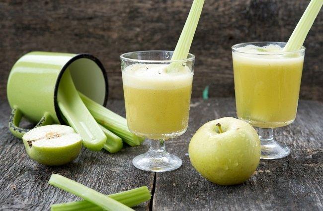jugo verde Pepino, apio y jugo de manzana